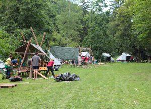 Zelte und Kochstellen am oberen Lagerplatz
