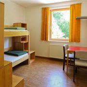 Zimmer für 2 mit Badezimmer/ Bedroom for 2 with en suite bathroom (Säge)